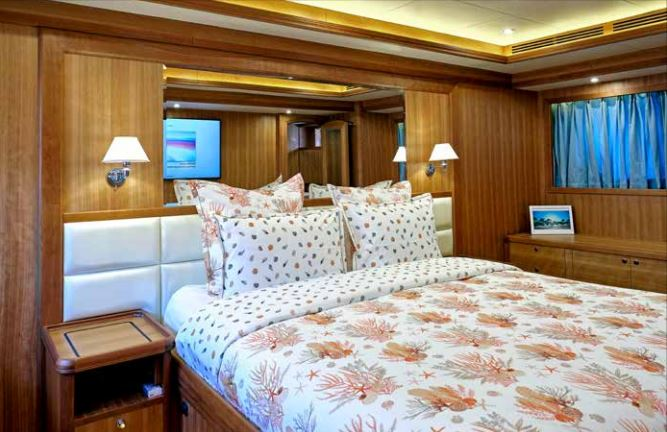 Inside cabin Selene 72 Ocean Explorer - Trawlers Yachting