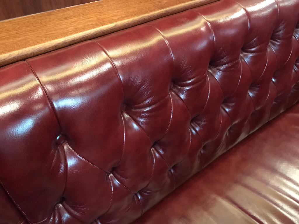 Style Herreshoff Selene 42 EU banquette cuir capitonné rouge - Trawlers & Yachting - Mandelieu la Napoule